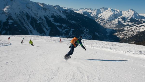 Skiing in The Alpes, Premiere Neige
